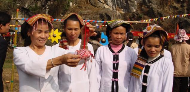 Conserving the ancient Thai language of Vietnam